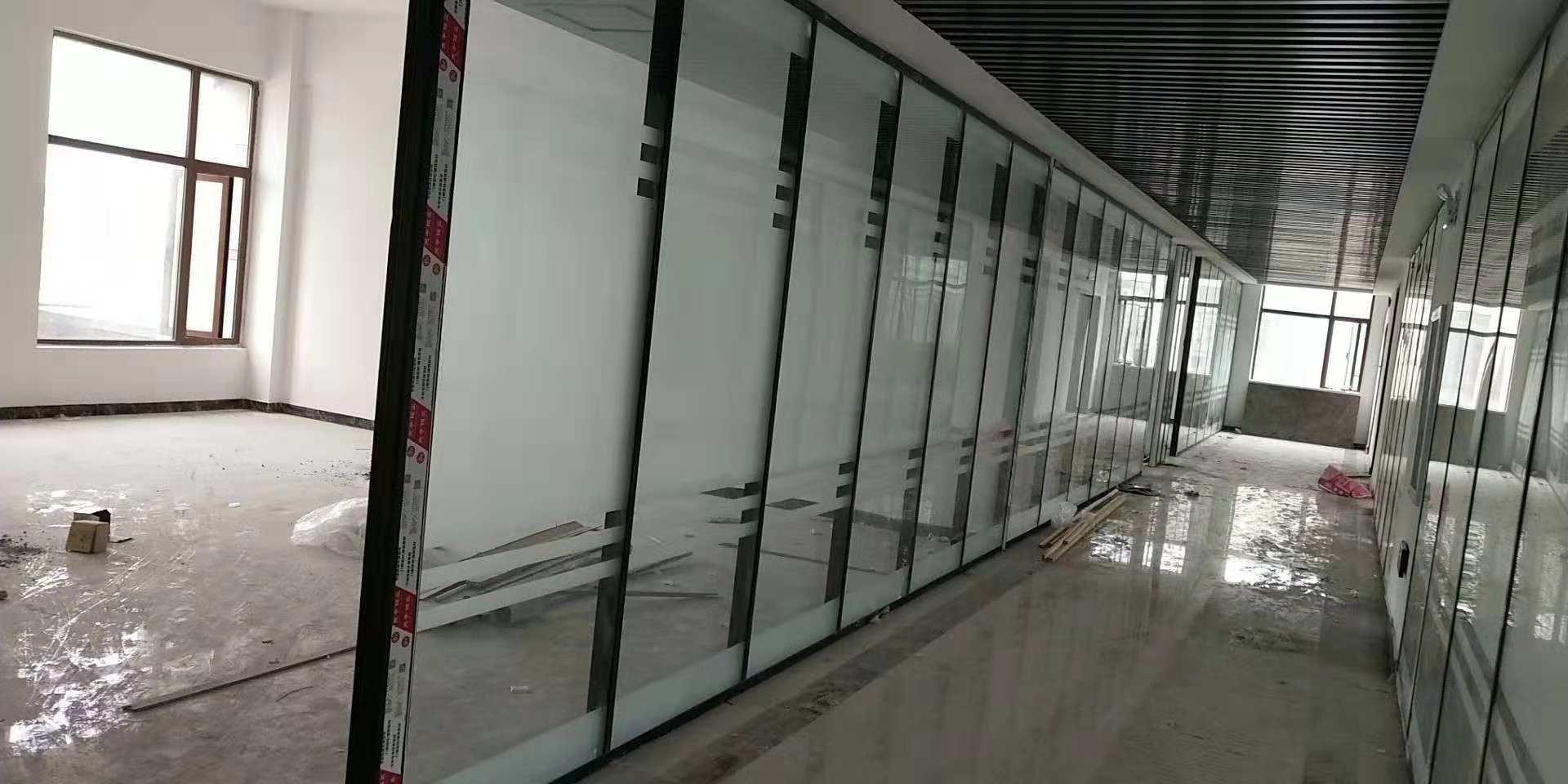 透明玻璃带花纹图片
