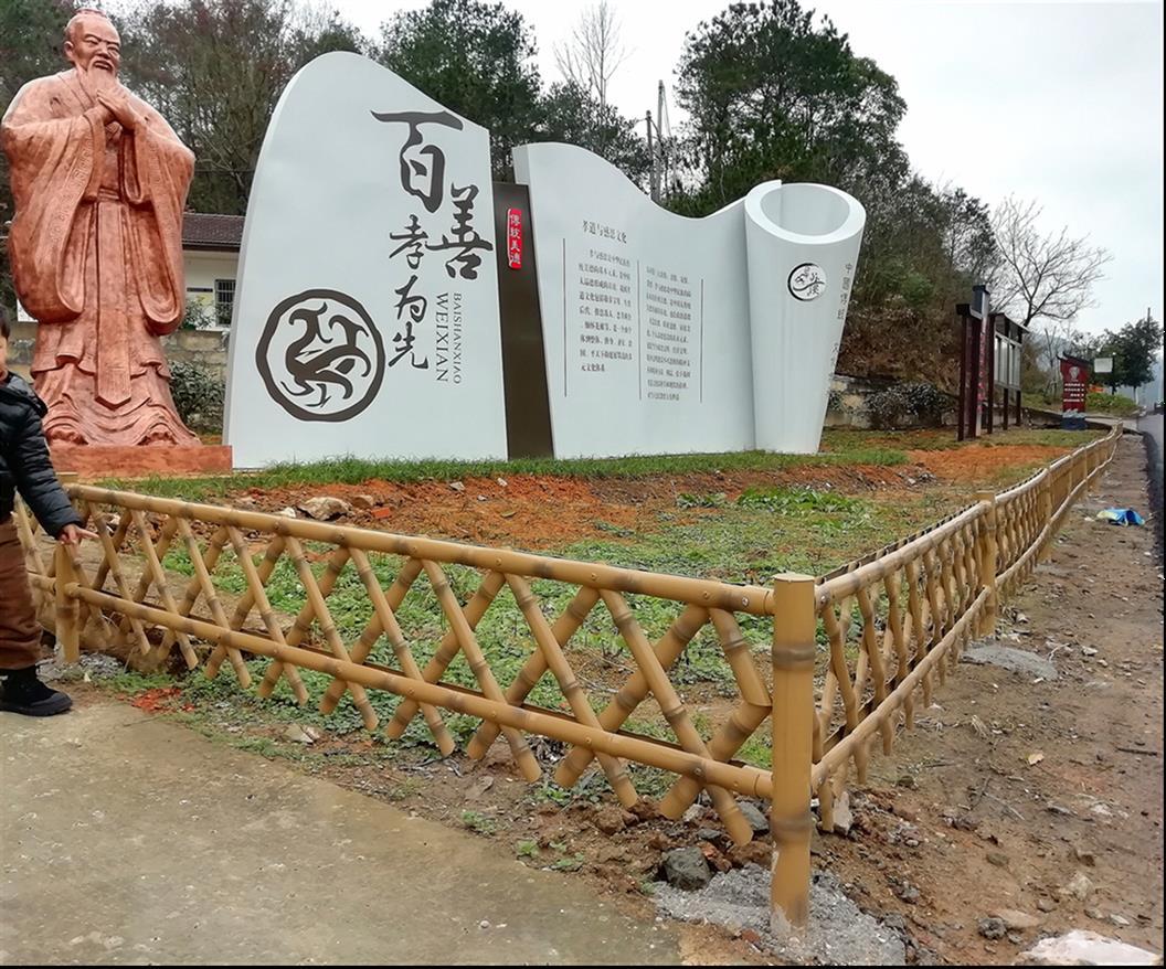 南方称篱笆,北方称杖子(障子)。(黄久明)用竹、苇或树枝等编成,可作为障隔的栅栏。 金属篱笆:具有复古的风格,常见为尖角形的,呈现皇家韵味,清新典雅。 这里简单的给大家介绍下周界围栏安装的角度问题。1、根据保护对象:防止外界入侵时建议为外倾式安装,防止内部翻越时建议为内倾式。