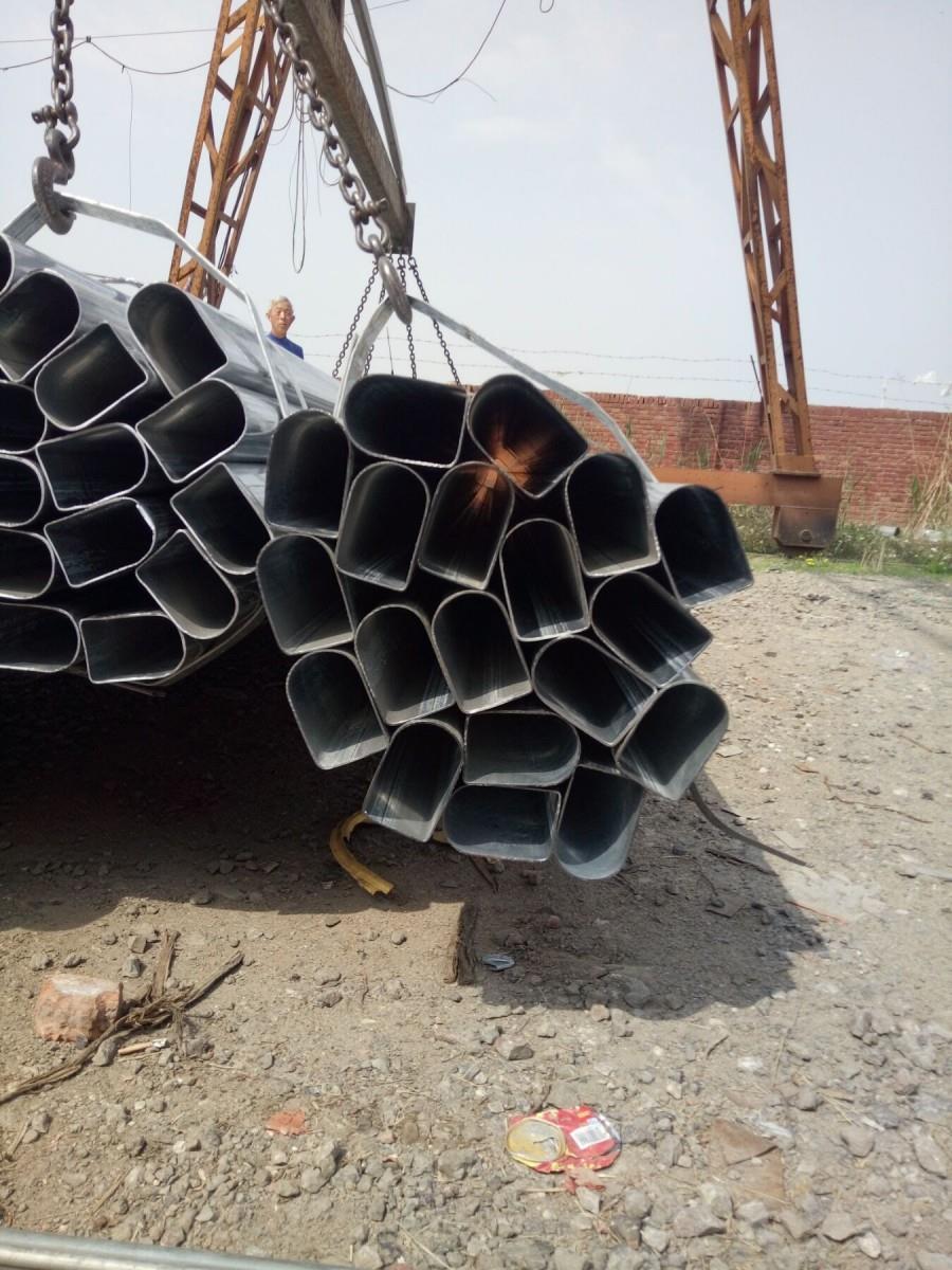 天津百耀异型钢管厂本公司主要生产椭圆管,10*20椭圆管厂家,80*100椭圆管生产厂家以:多品种,小批量,高精度,交货快的宗旨服务于新老客户。主要经营直缝焊管,方矩管,镀锌管,生产加工各种异型管,产品有椭圆管、D形管、护栏管、凹槽管,元宝管,面包管,扇形管,家具管,异型管,三角管,六角管,凹槽管,八角管,P形管,梅花管,半梅花管等各种异型管,而且可根据客户的需求,根据图纸定做加工异型管。 异型管、镀锌管,异型管,椭圆形异型钢管、元宝管、三角形异型钢管、椭圆管,六角形异型钢管、菱形异型钢管、不锈钢花纹管、