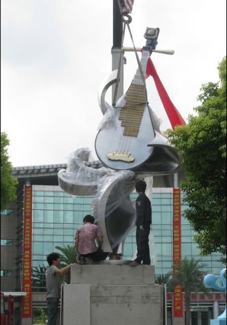 运动不锈钢雕塑